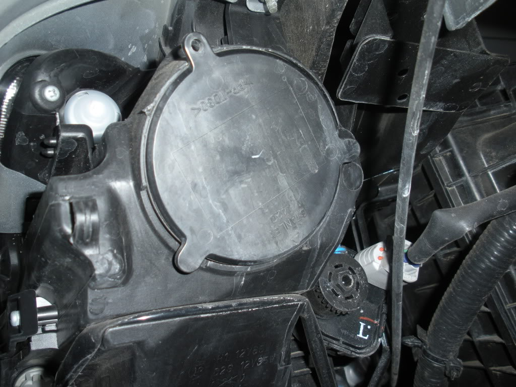 install hids headlights and foglights on your infiniti m35 m45 once cap is removed you will notice a sliver square piece called the bulb socket turn that counter clockwise and remove from enclosure