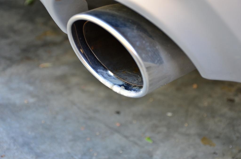 Infiniti_Q50_exhaust_tips
